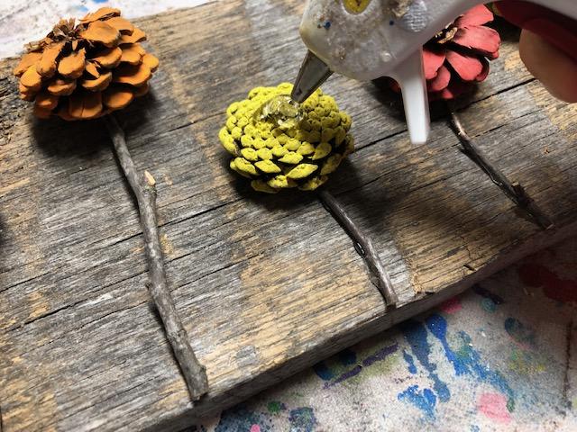 easy pine cone door hanger
