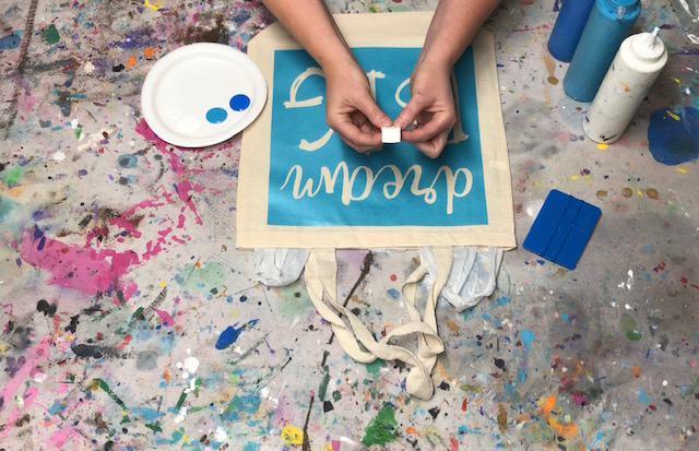 How to stencil on a canvas bag. Learn how to faux screen print to personal your canvas totes.
