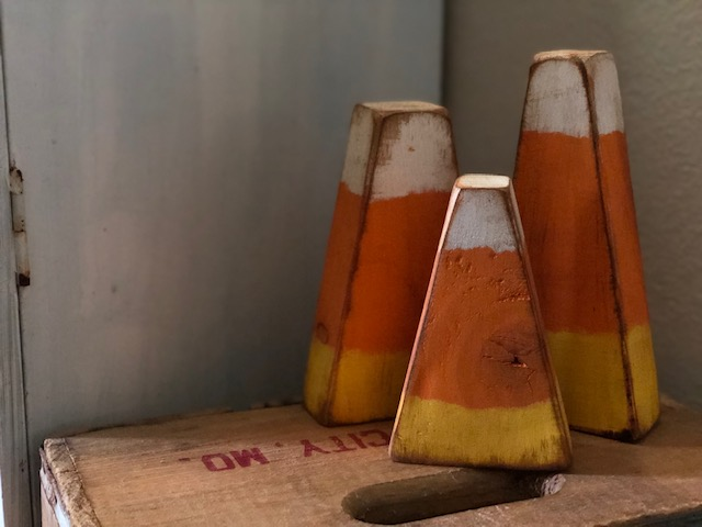 DIY easy primitive wood 2x4 candy corn for your fall decorations