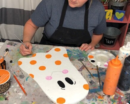 DIY cute Halloween ghost decoration for your yard. How to make an adorable wooden ghost for fall