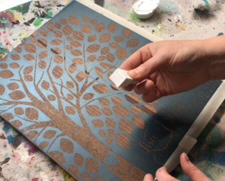 DIY wedding tree craft kit. How to make your own wedding guestbook alternative for your rustic themed wedding. DIY wedding tree with birds, how to paint your own wood wedding signs