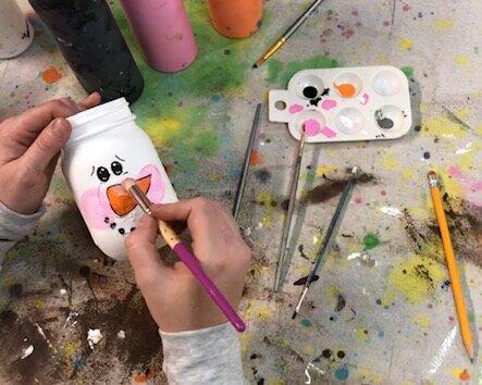How to paint snowmen faces on mason jars. DIY snowman on a ball mason jar. Rustic winter mason jar decorations and gifts