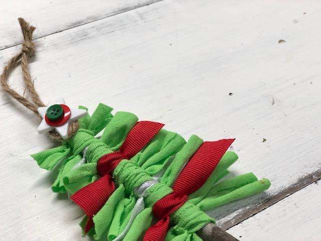 DIY scrap fabric & ribbon Christmas ornament, DAY 1