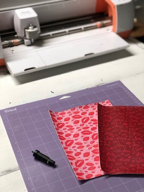 How to use Cricut explore to create faux leather hair bows. Making hairbows with Cricut cutting machine in design space.