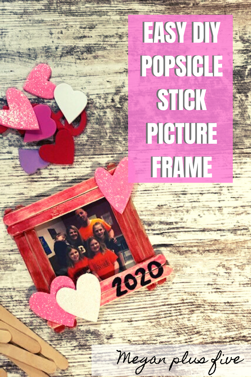 Easy popsicle stick picture frame valentine's day. How to make a mess free Valentine's Day craft with your kids and family. Cute and easy popsicle stick frame craft for kids.