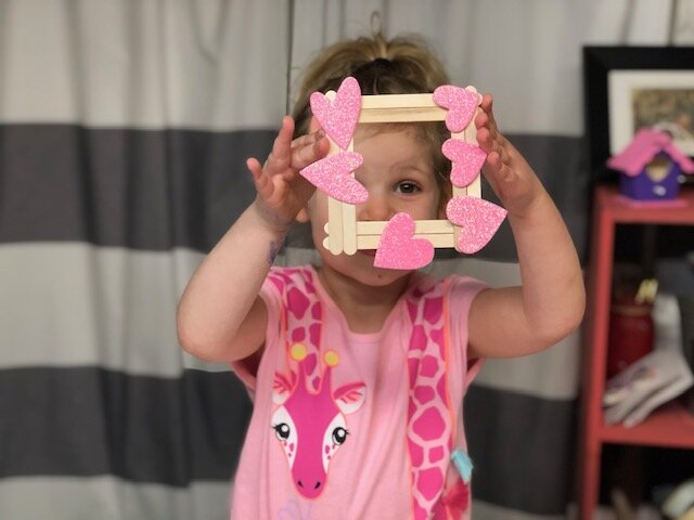 DIY popsicle stick picture frame. How to make a Valentine's Day craft with kids mess free. Keepsake art to Valentine's Day
