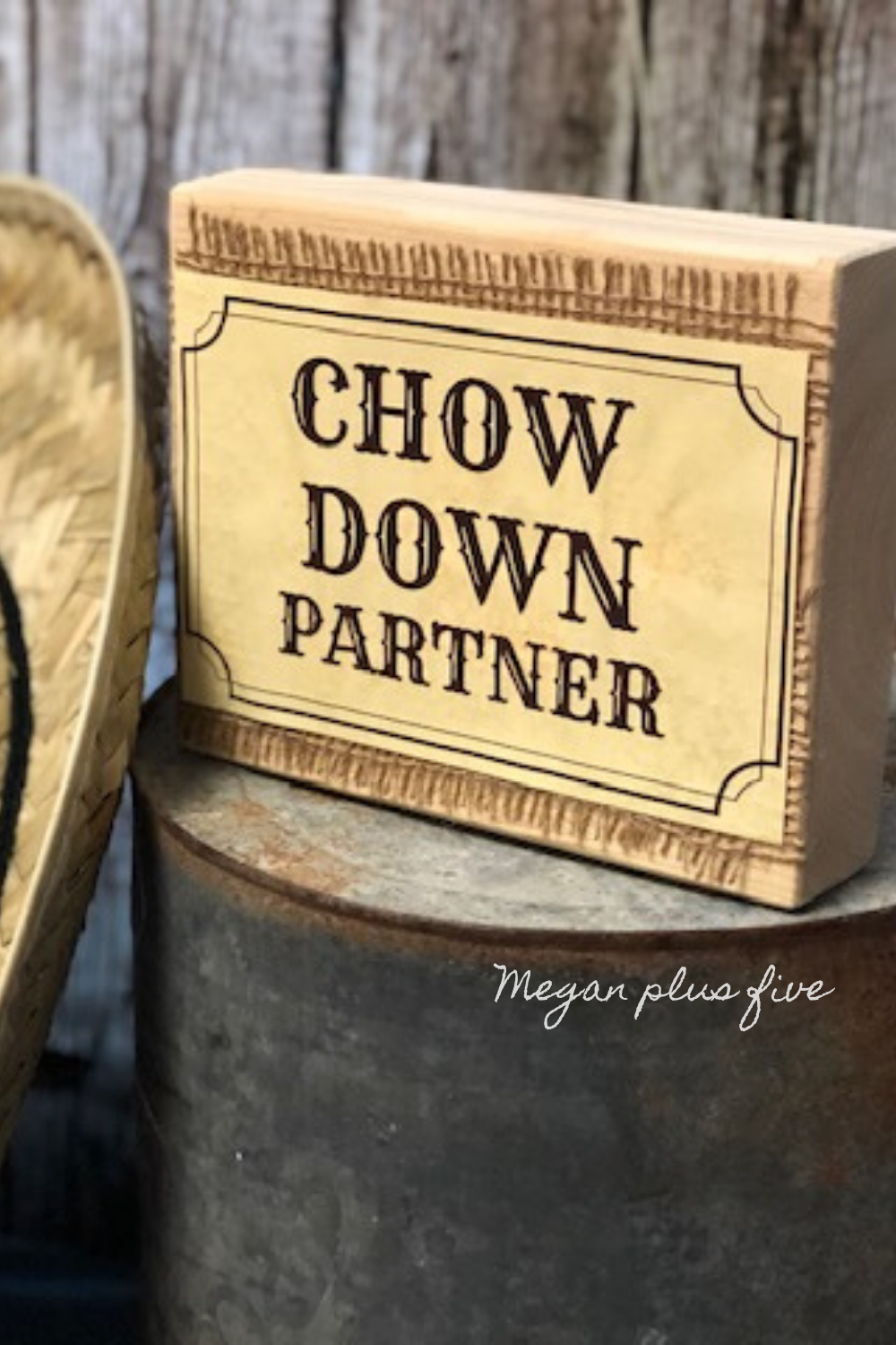 DIY western themed party table sign. Western signs for your wild west party. Chow down partner party decor easy wood sign