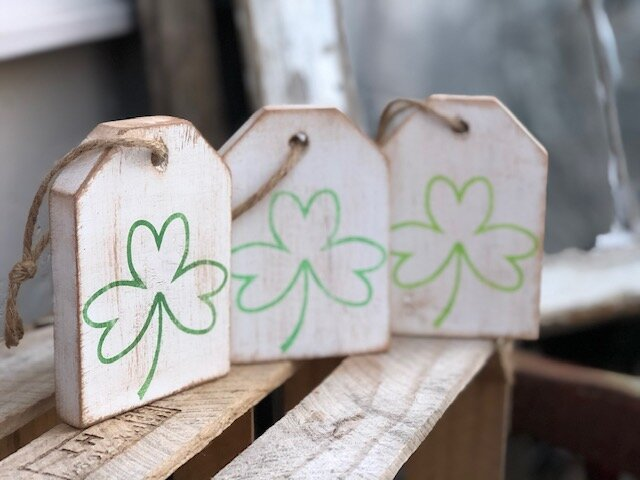 DIY wood tags. How to make St. Patrick's Day farmhouse style wooden tags for tiered trays.