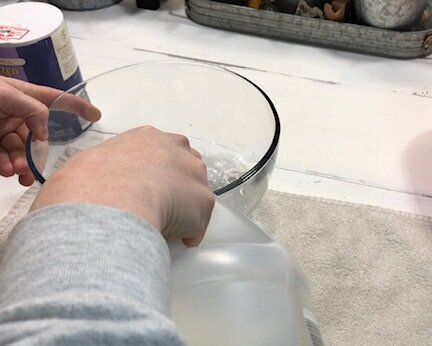 How to rust your own mason jar lids inside. Easy recipe for rusting canning jar lids for your rustic country chic home decorations and craft projects.