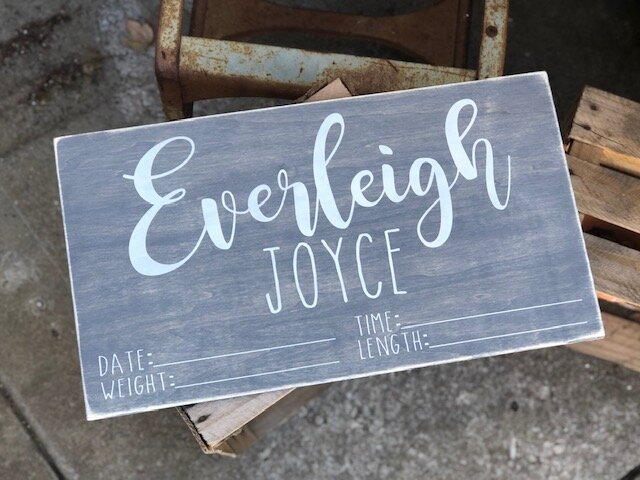 How to stencil wood signs without paint bleed. Make your own painted wood signs for baby. Personalized baby shower gift with baby's name and stats on it.