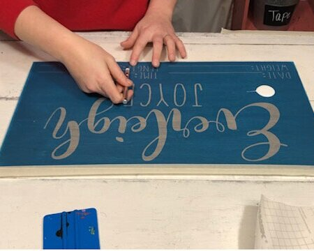 How to stencil a wood sign with NO paint bleed. Using mod podge to paint wooden signs is a good way to get perfectly crisp lines. Make your own personalized baby gift sign using your cricut. DIY baby stats sign.