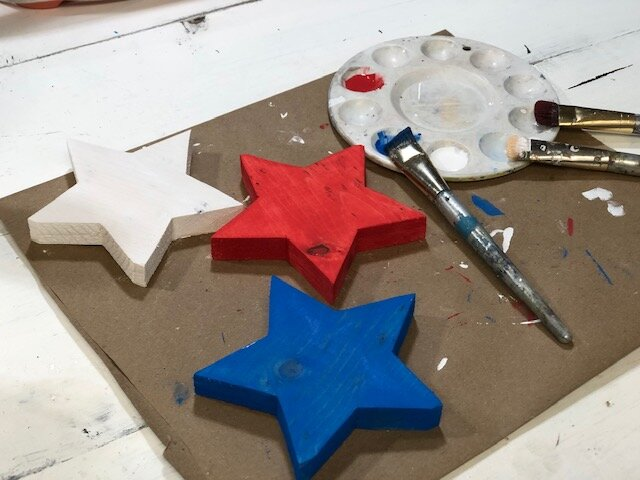 4th of July painted wood stars. How to paint and distress wooden stars for your Independence Day decor. DIY craft kit for adults. DIY farmhouse style decorations for your patriotic decor.