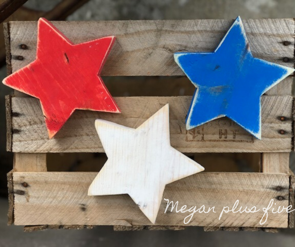 DIY rustic wood stars for your patriotic home decor. Make your own 4th of July decorations with these free standing wooden stars in red white and blue.