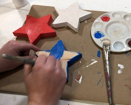wood+star15.jpg4th of July painted wood stars. How to paint and distress wooden stars for your Independence Day decor. DIY craft kit for adults. DIY farmhouse style decorations for your patriotic decor.