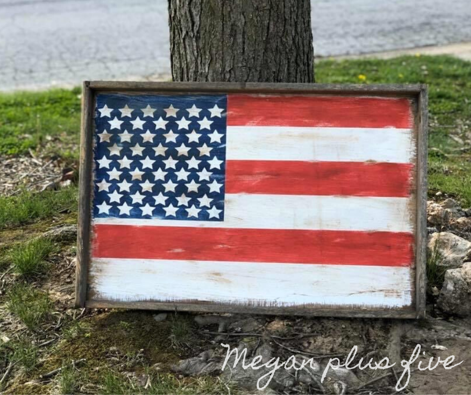 How to repurpose an old dusty drawer into an American flag for your rustic style home decor. DIY farmhouse style 4th of July decor. Paint your own USA flag using your Cricut. Easy distressed wood flag, repuposed decoratoins.