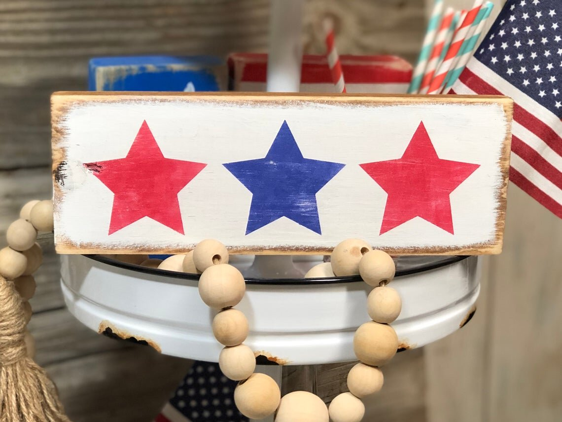 DIY Tiered Tray signs for 4th of July with Rae Dunn inspired SKINNY FONT