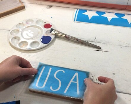 4th of July tiered tray sign, Rustic farmhouse style patriotic decor for Independence day. Make your own painted signs for the 4th of July. This DIY wood sign craft kit for adults is perfect to make your own wooden mini signs.