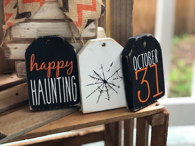 DIY HALLOWEEN WOODEN TAGS. CRAFT KIT FOR ADULTS FOR FALL. HOW TO MAKE YOUR OWN MINI WOOD TAGS FROM 1X4
