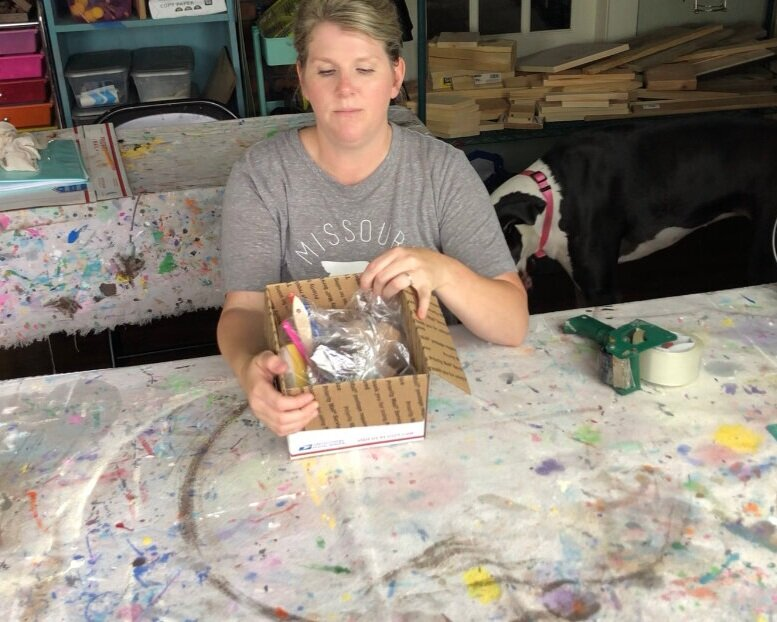 How to put together a DIY CRAFT KIT. Learn what to put inside a craft kit to ship or gift to someone. What materials and supplies goes into a DIY craft kit, learn what to add.
