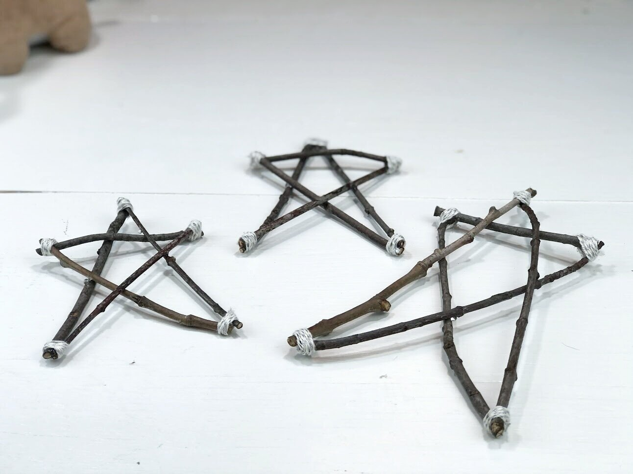 Easy Christmas stars from twigs