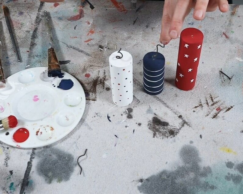 Patriotic crafts for the 4th of July. How to make your own wood firecrackers. DIY 4th of July firework craft for tiered tray decor. Rustic farmhouse style decorations for summer.