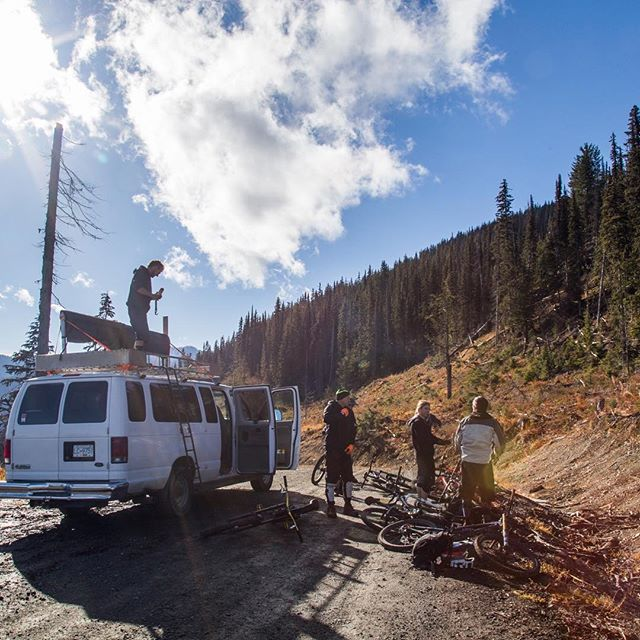 Who is getting excited to see the vertical van Rollin! 🙋‍♀️🙋🏼‍♂️ Be sure to watch for updates to see when our first days on the trails are! . . . @evanduxphotography  #brownpow #bcaletrail #mtnbikebc #bikebc #mountainbikingbc #kootsroots #nelsonbc #explorebc #findingawesome #explorekootenaylake #kootenaylife #tourismbc #kootsrock #verticalvan