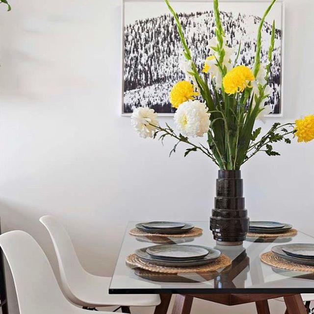 SUNDAY ☀️ Styled by @ontrendpropertystyling  #diningroomdecor 📷 @thomassalomon - - - - - - - - - - - - - #propertystaging #propertystyling #flowers #flowerstagram #stylist #realestate #realestateagent #melbourne #melbourneinteriors #melbournerealestate #melbournerealestateagent #dining #diningtable #art #artistsoninstagram