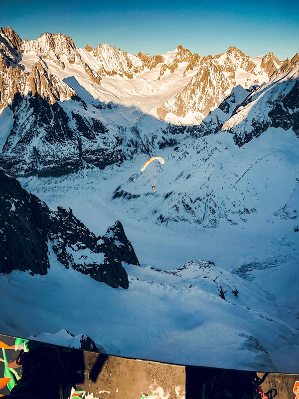 Marion Haerty Snowboard et parapente chamonix.jpg
