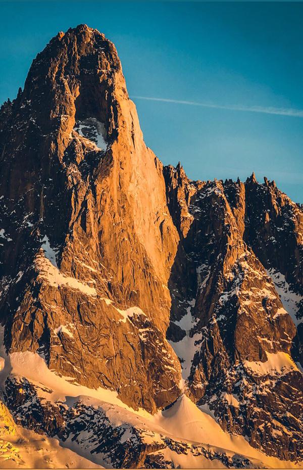 montagne couché de soleil.jpg