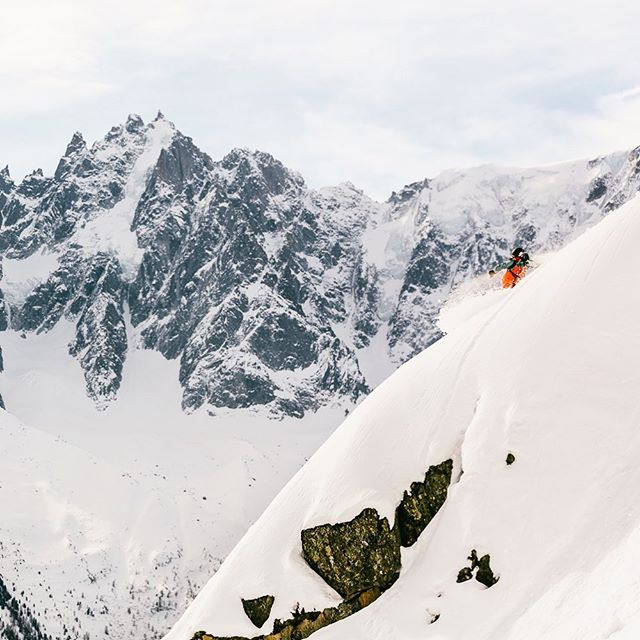 Nope, winter is not over 🙅🏻‍♀️ P : @david_malacrida  #snowboarding #chamonix #mountains #powder
