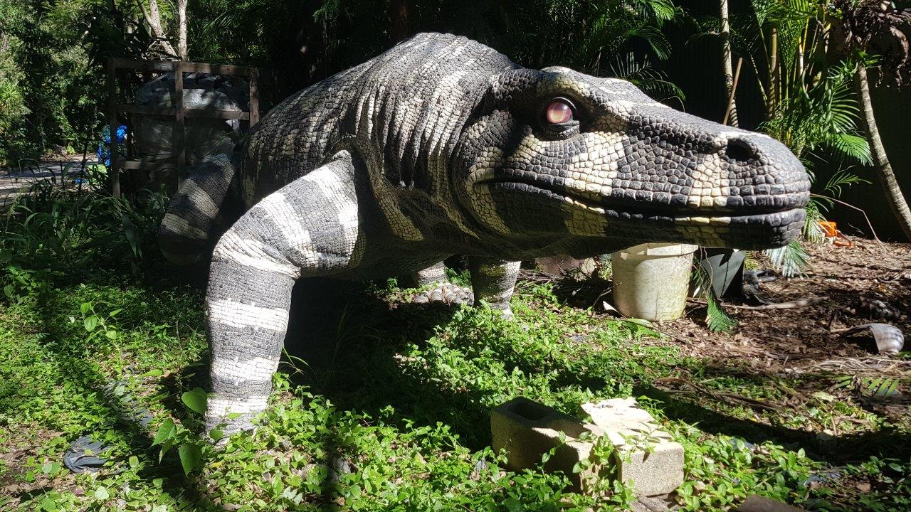THE HUGE MEGALANIA GREW TO 7 METERS