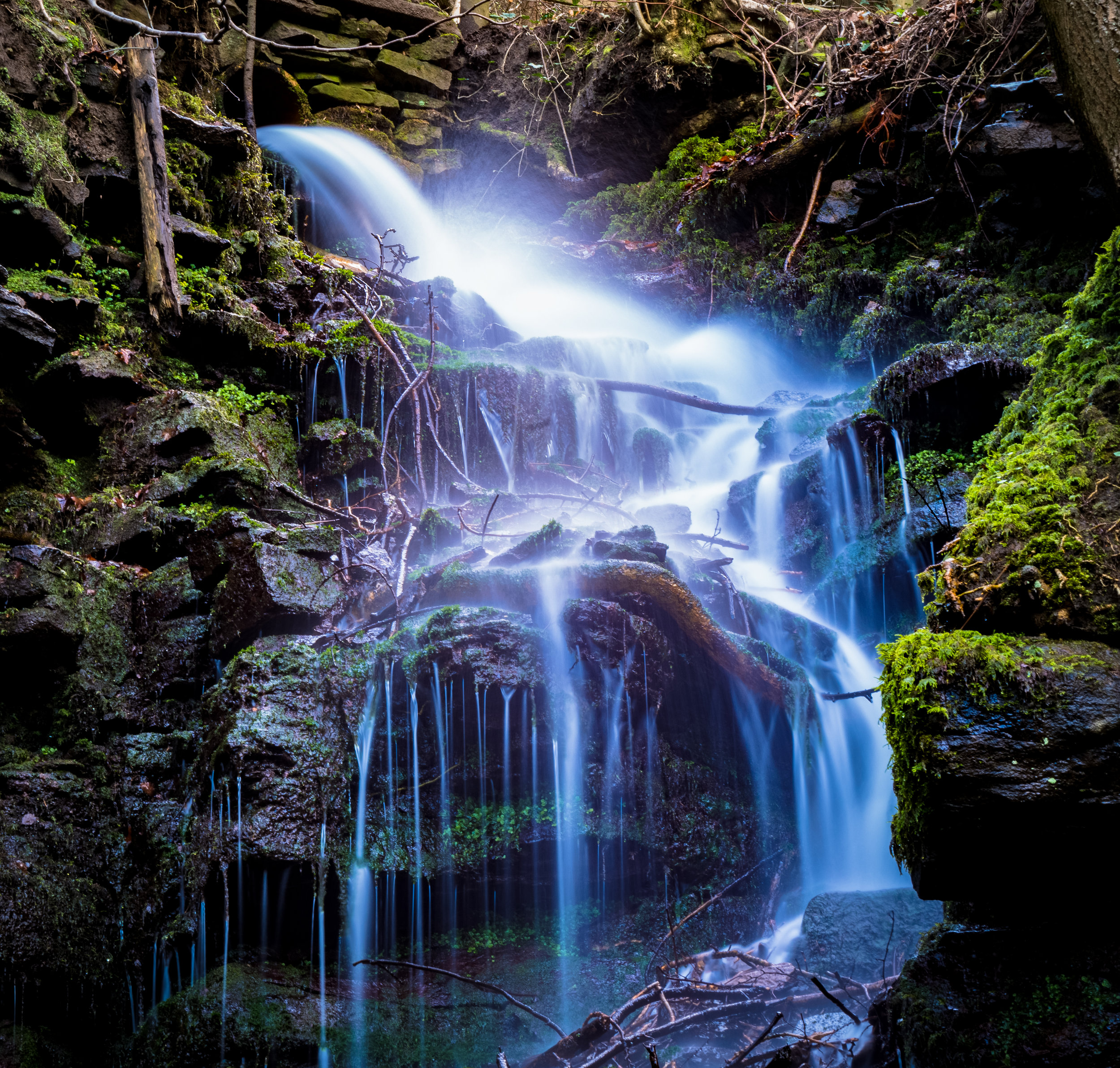 Sirhowy_Waterfall.jpg