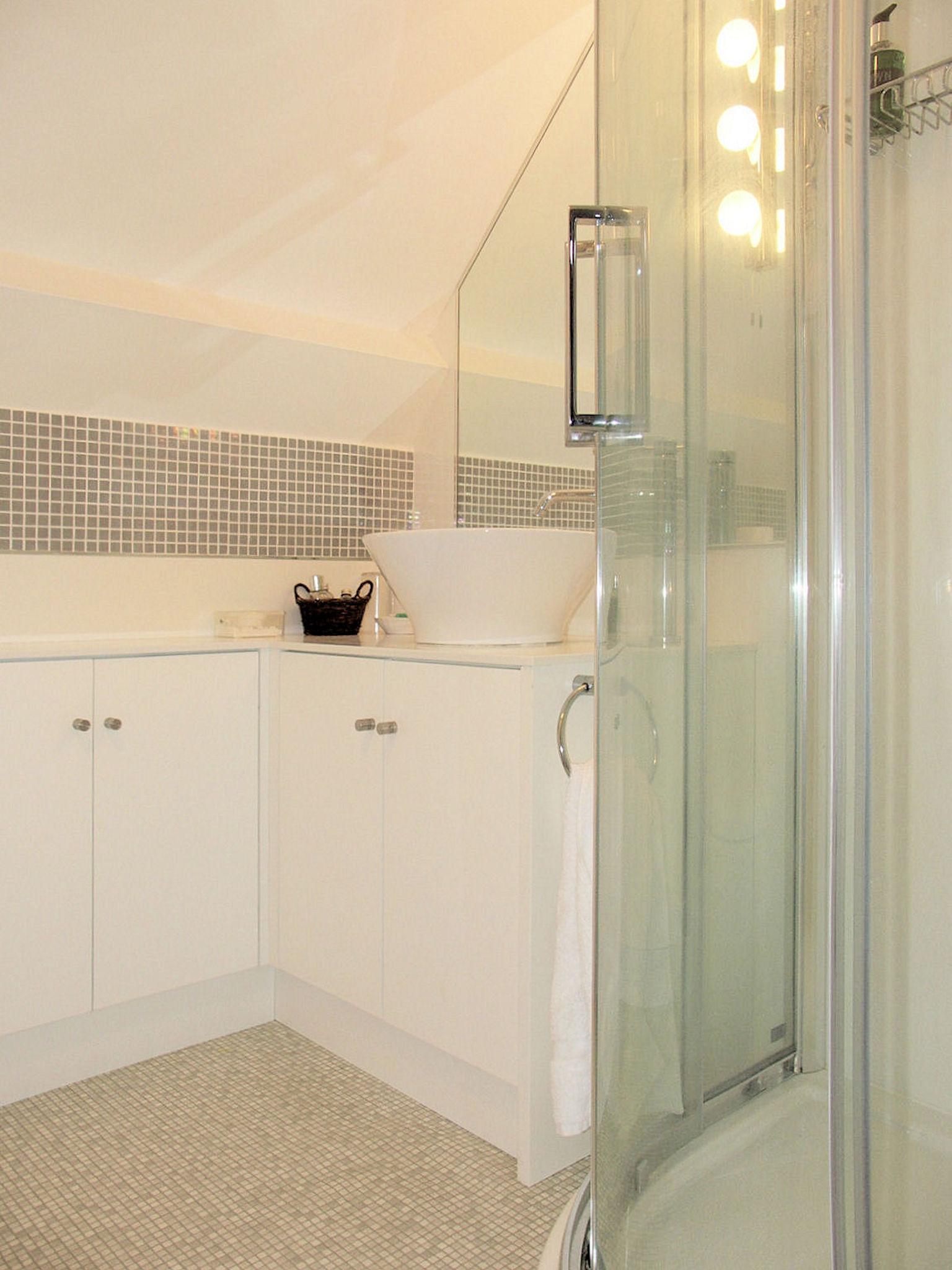 Family Suite basin & shower.jpg