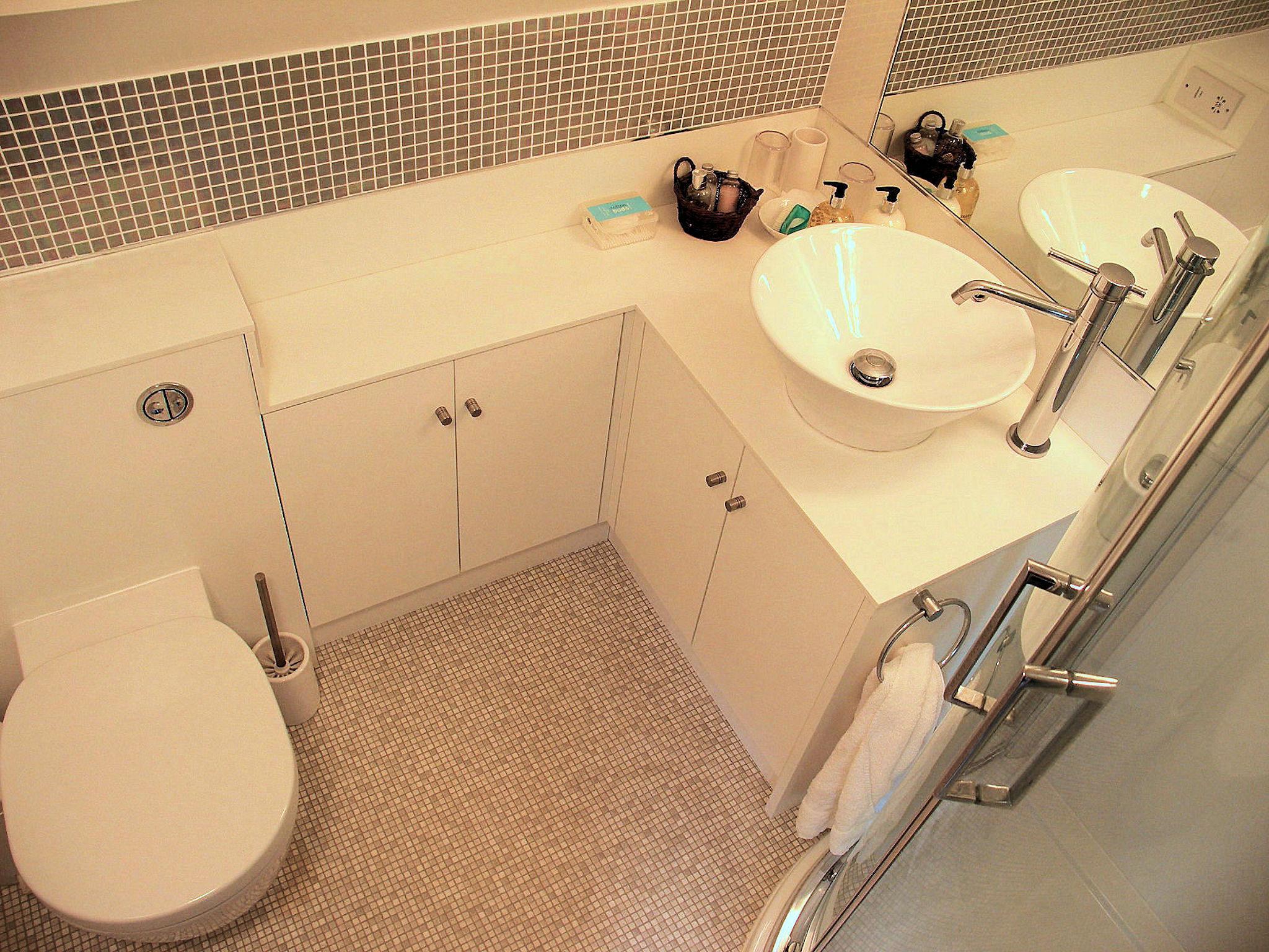 Family Suite shower room.jpg