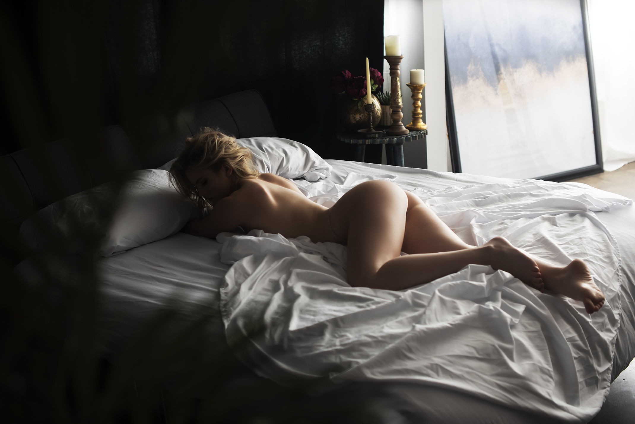 Phoenix_boudoir_photographer_woman_in_bed.JPG