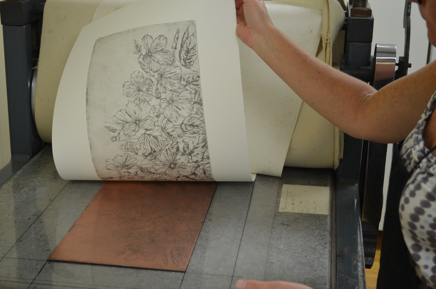 - Under the pressure of the drum, the image is transferred from the plate to the paper.