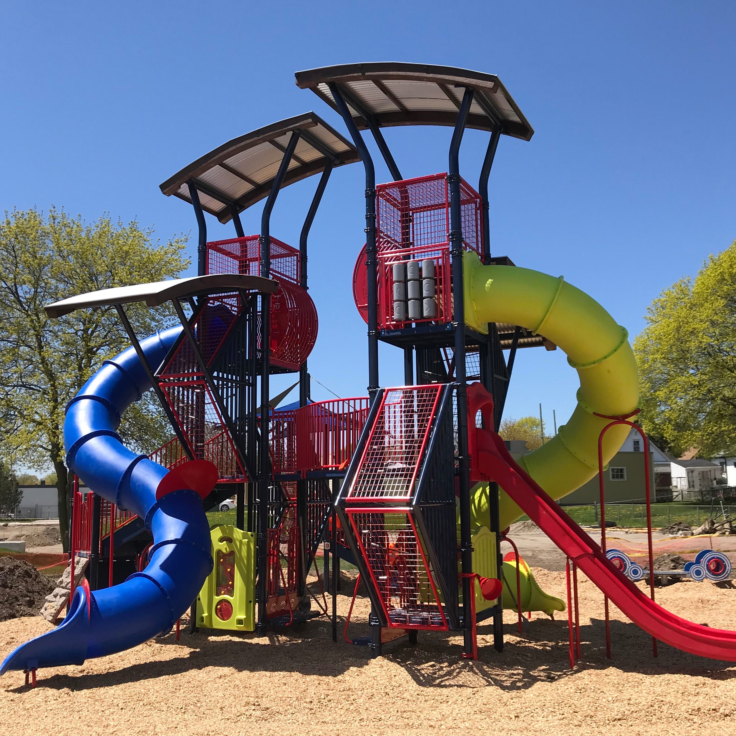 The GRAND OPENING of the amazing new park facility will happen from 2-4pm with FREE Cupcakes and Hot Dogs for the first 200 kids, face painting and the chance win a BIKE and FREE Family Swimming for the summer!