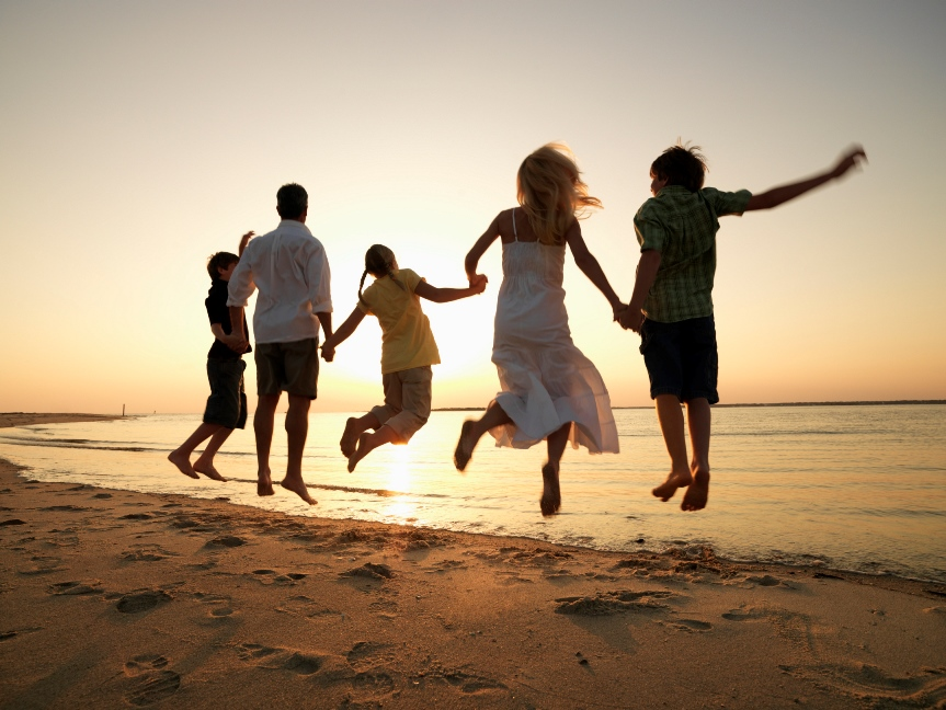 family_jumping_at_the_beach.jpg