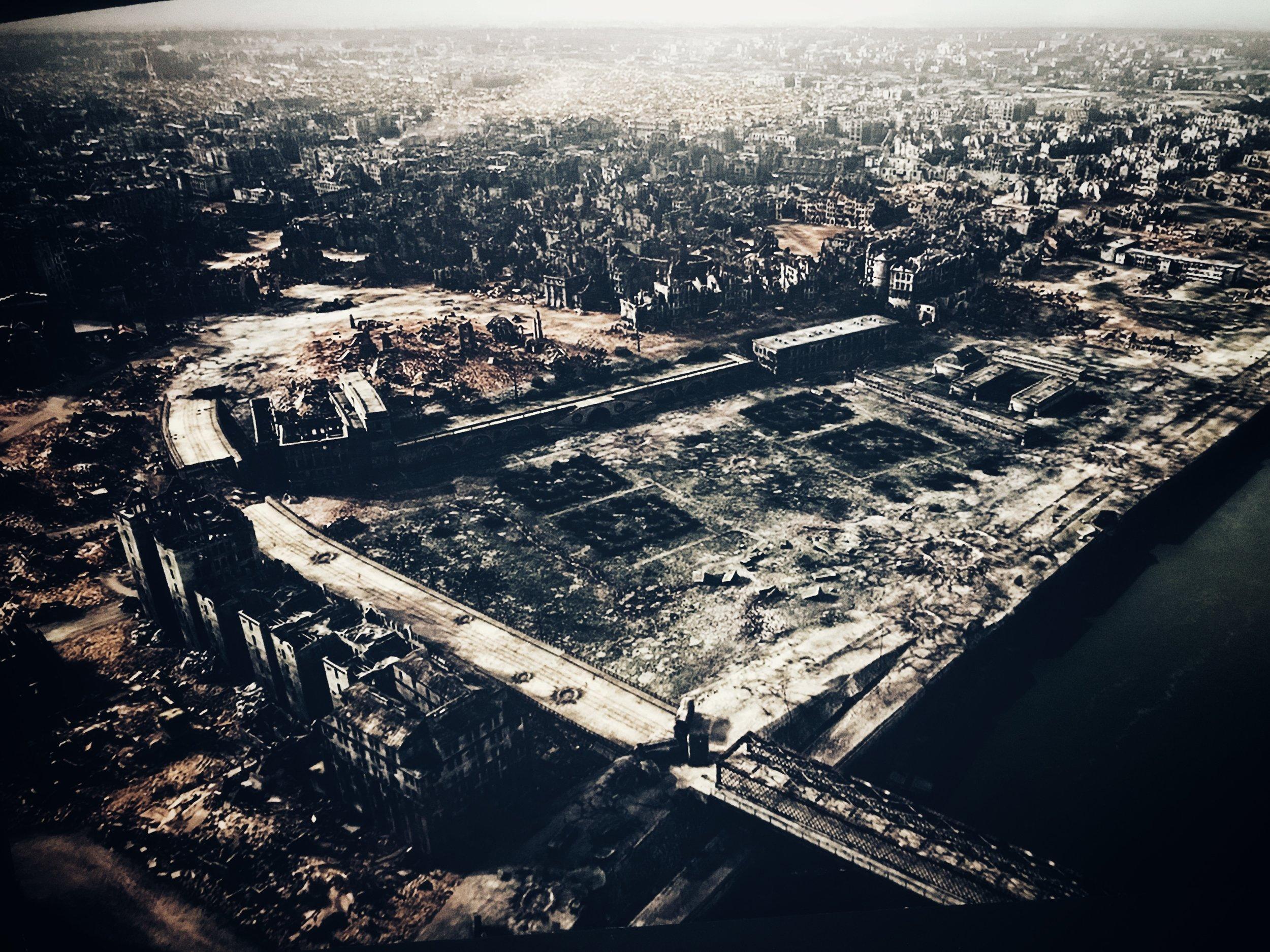 warsaw uprising museum photo of war destruction