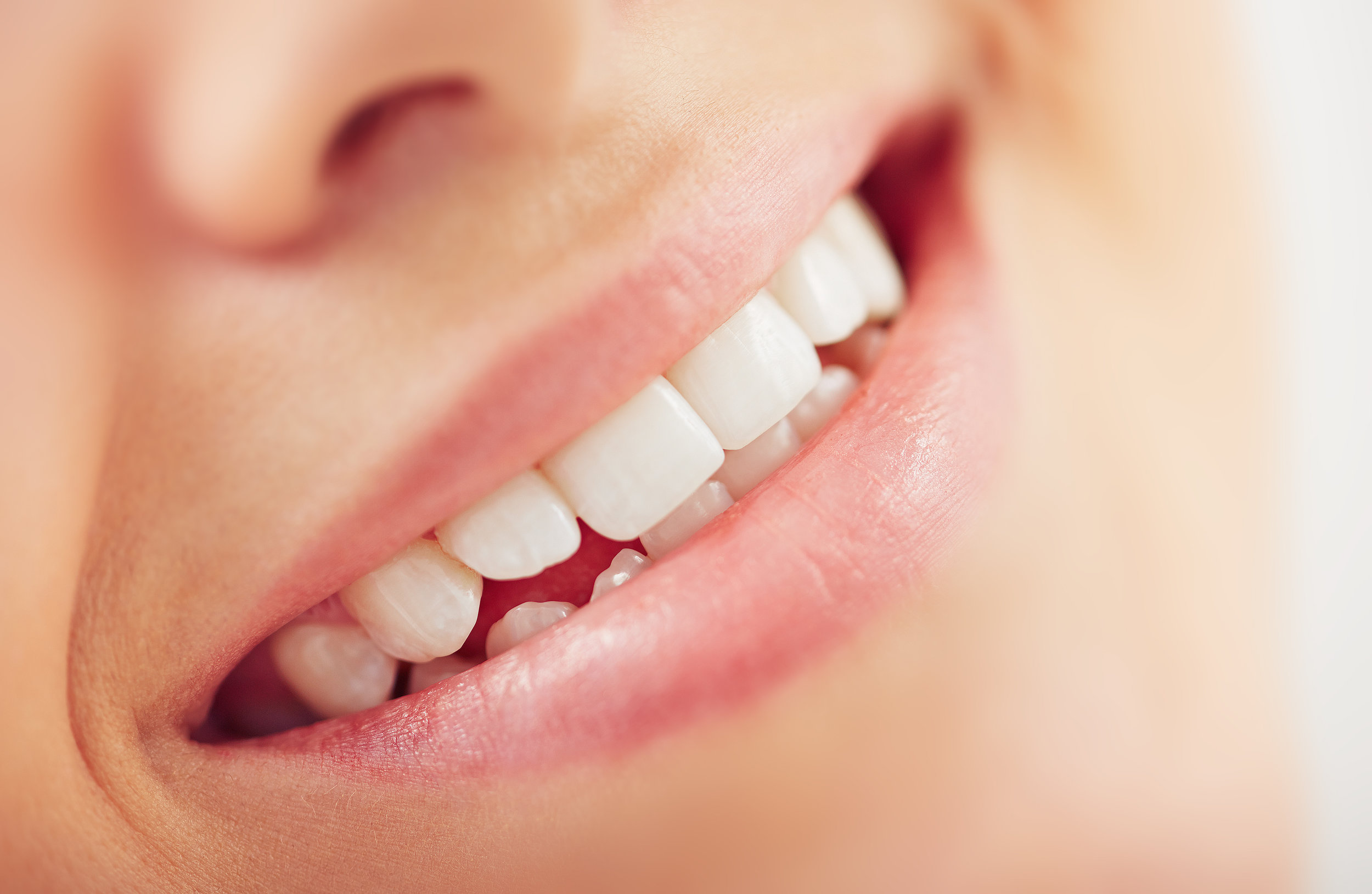 Composite vs  Porcelain Dental Veneers - Which is Better