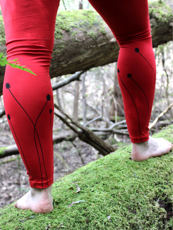 Red cotton leggings, button grass print