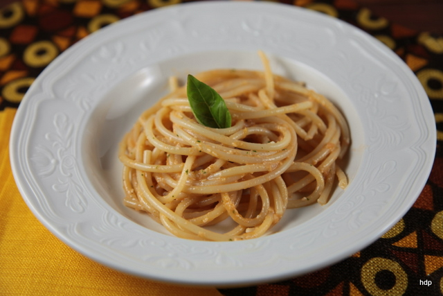 bucatini-al-pesto-trapanese.jpg