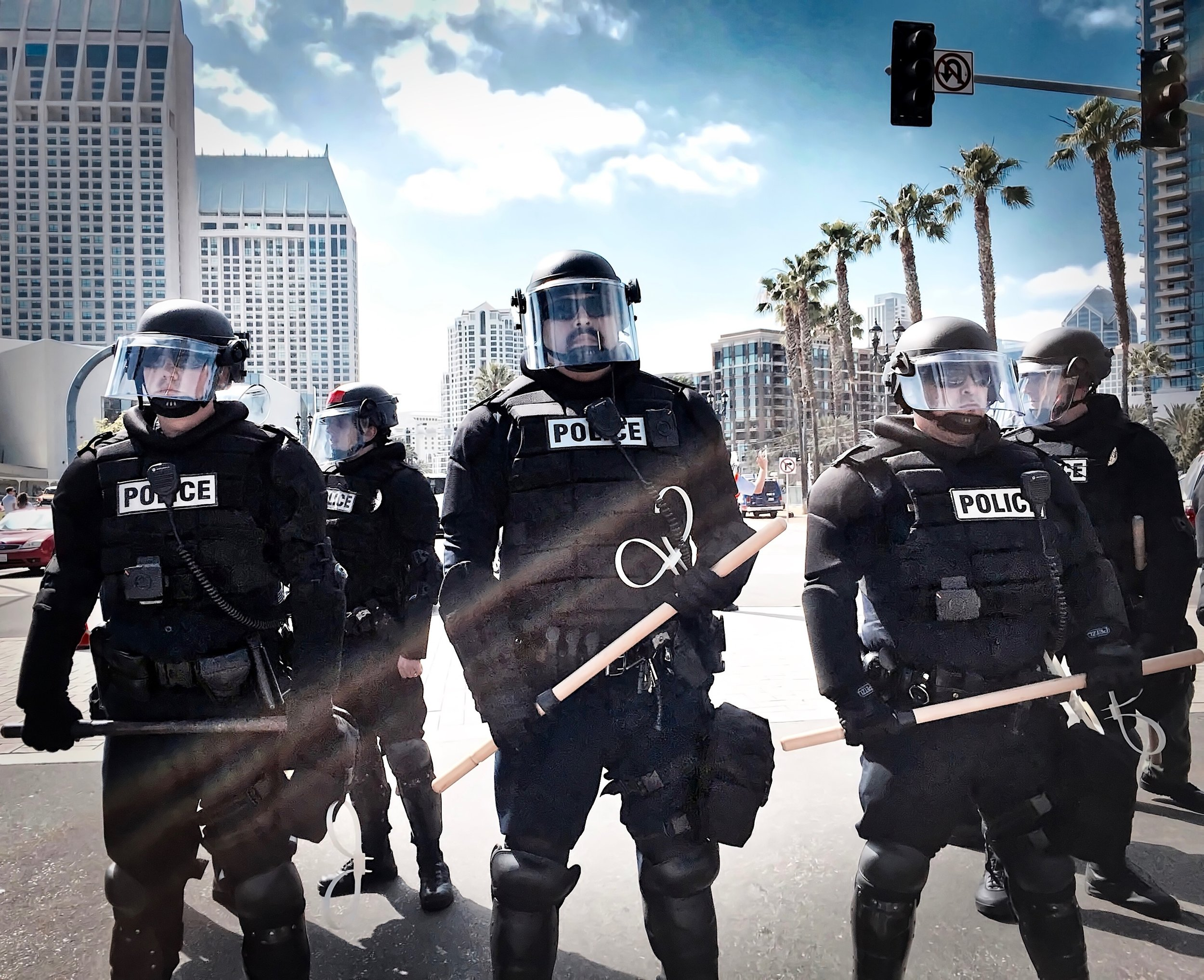 police-in-riot-geer-downtown-today-at-the-donald-trump-rally_t20_7JGJOv.jpg