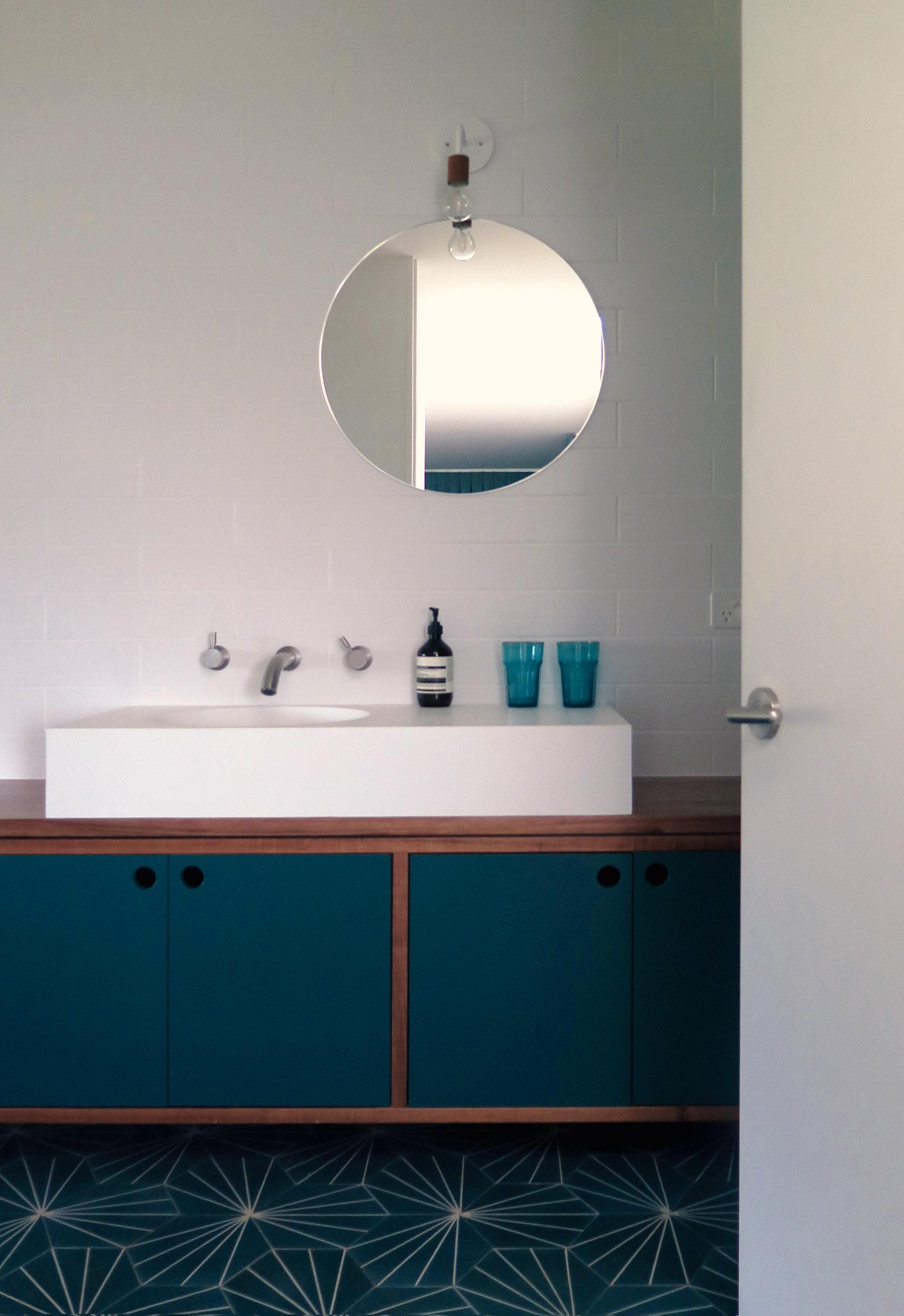 Takt Robertson Yarrawa interior bathroom.jpg