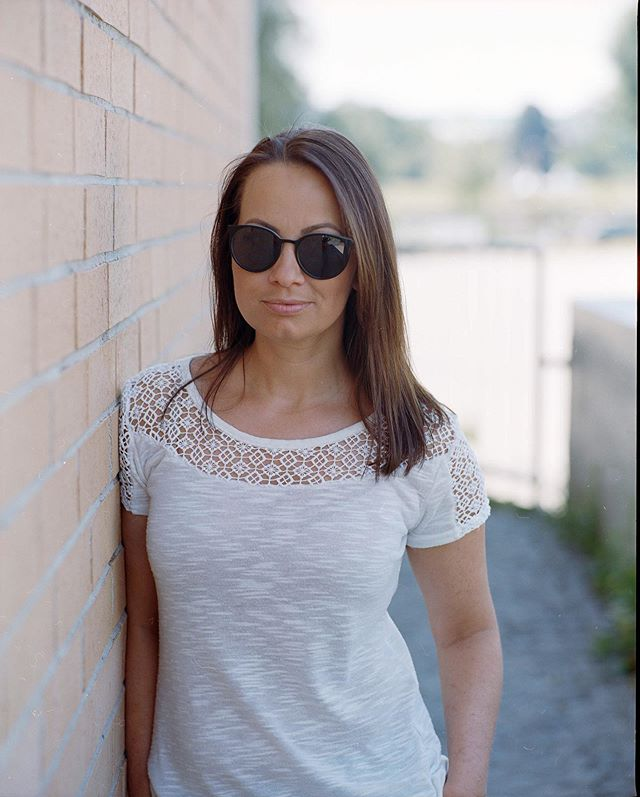 Kurzes Portrait Shooting am Wochenende in linz #sunglasses #pentax67 #kodakportra400 #filmisalive