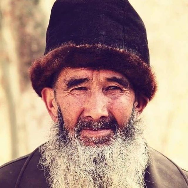 Uyghur proverb= Eqil-siz dostin, eqilliq düshmen yakhshi (A wise enemy is better than a foolish friend) 💙 #uyghurman