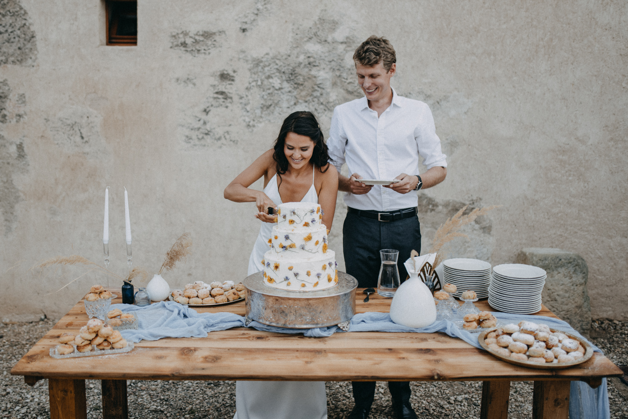 castle ruins wedding cake