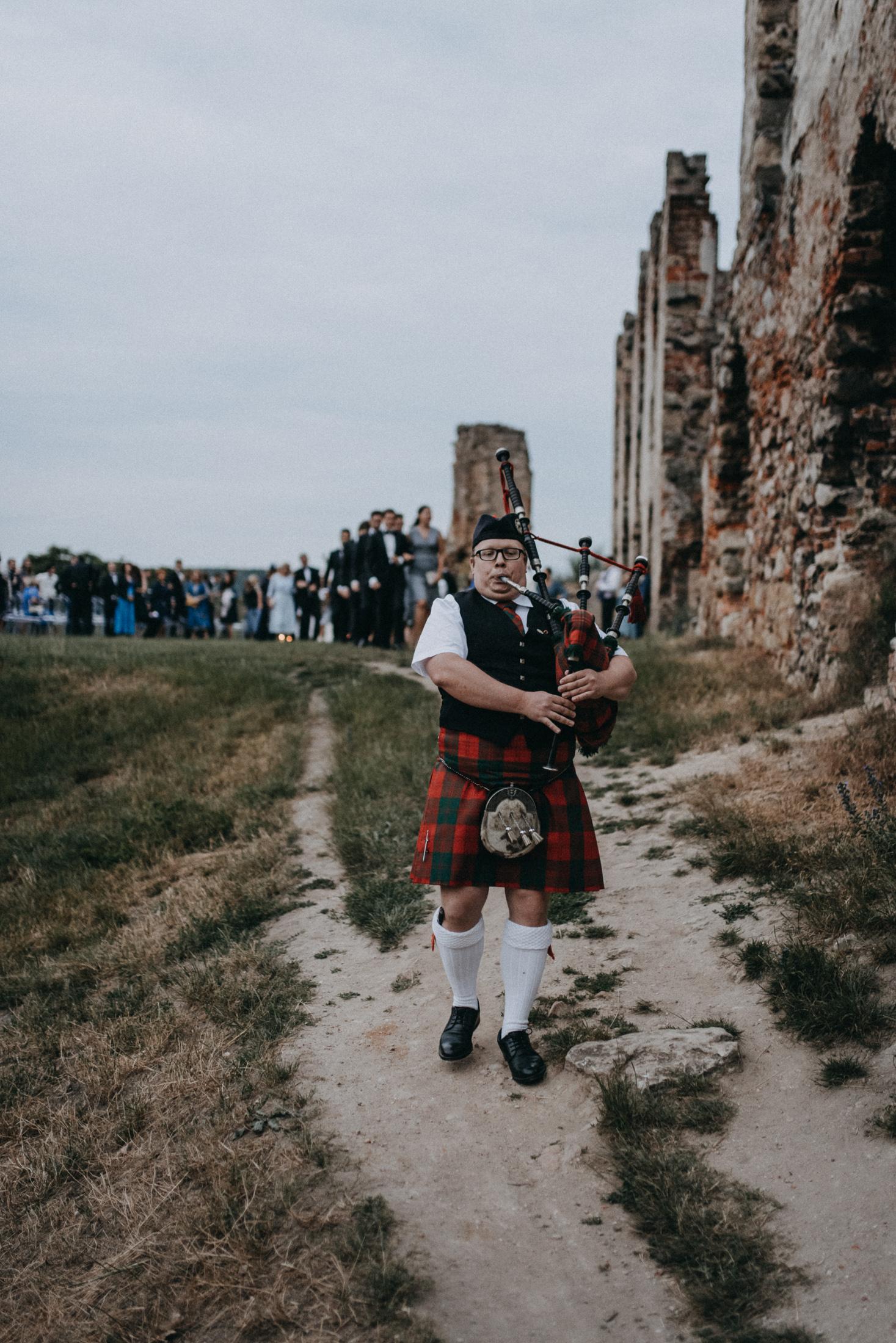 evening castle ruins wedding ceremony scotland