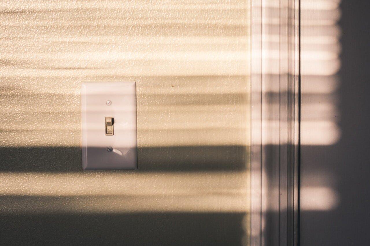 light-switch-shadow-switch-927546.jpg