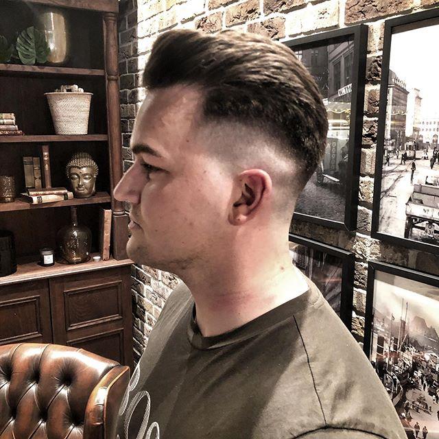 Har du testa vår nye barber enda? 💈🔥 @fredrik.kvalvik kommer rett fra skole i London 🙌🏽 Book time på fixit - link i bio 💈